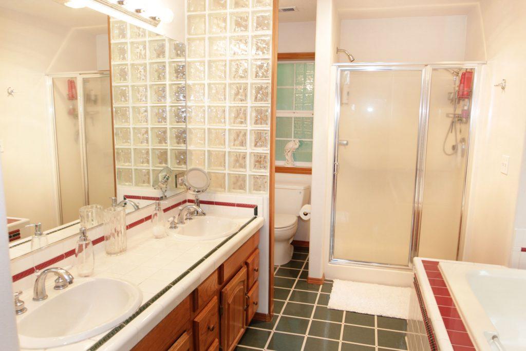33 - Master Bathroom