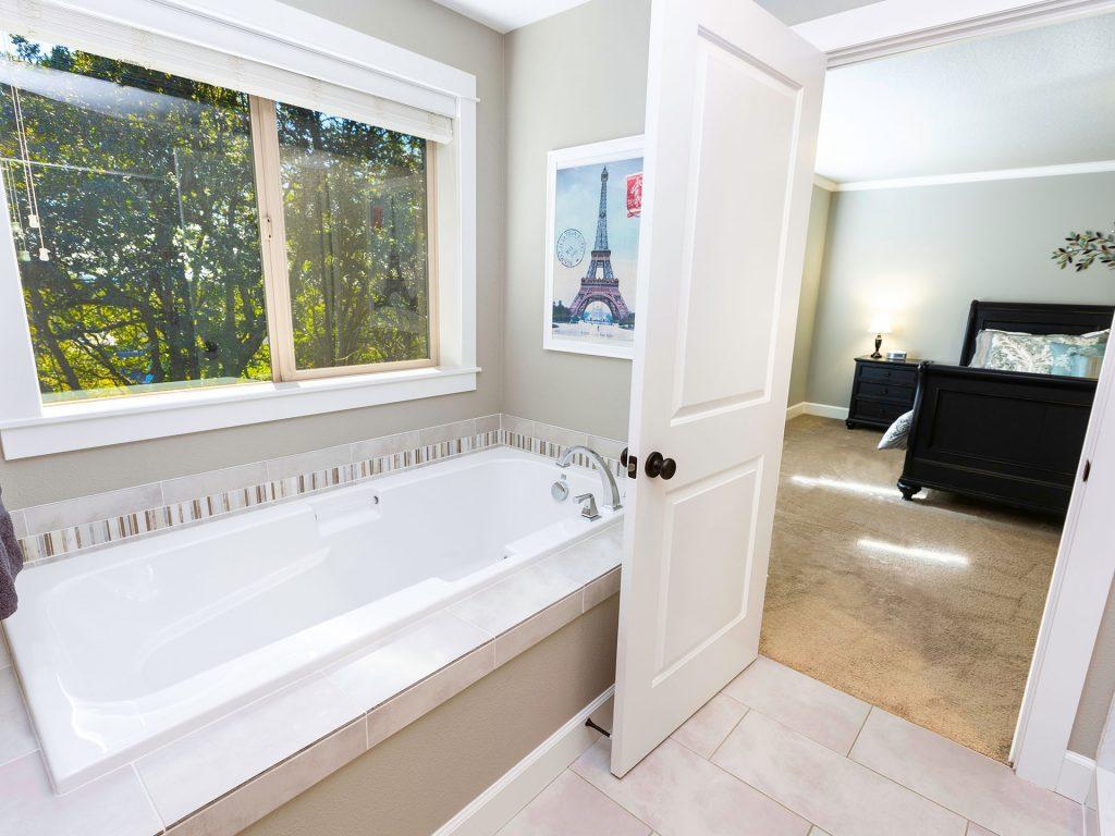 25 Main Bath