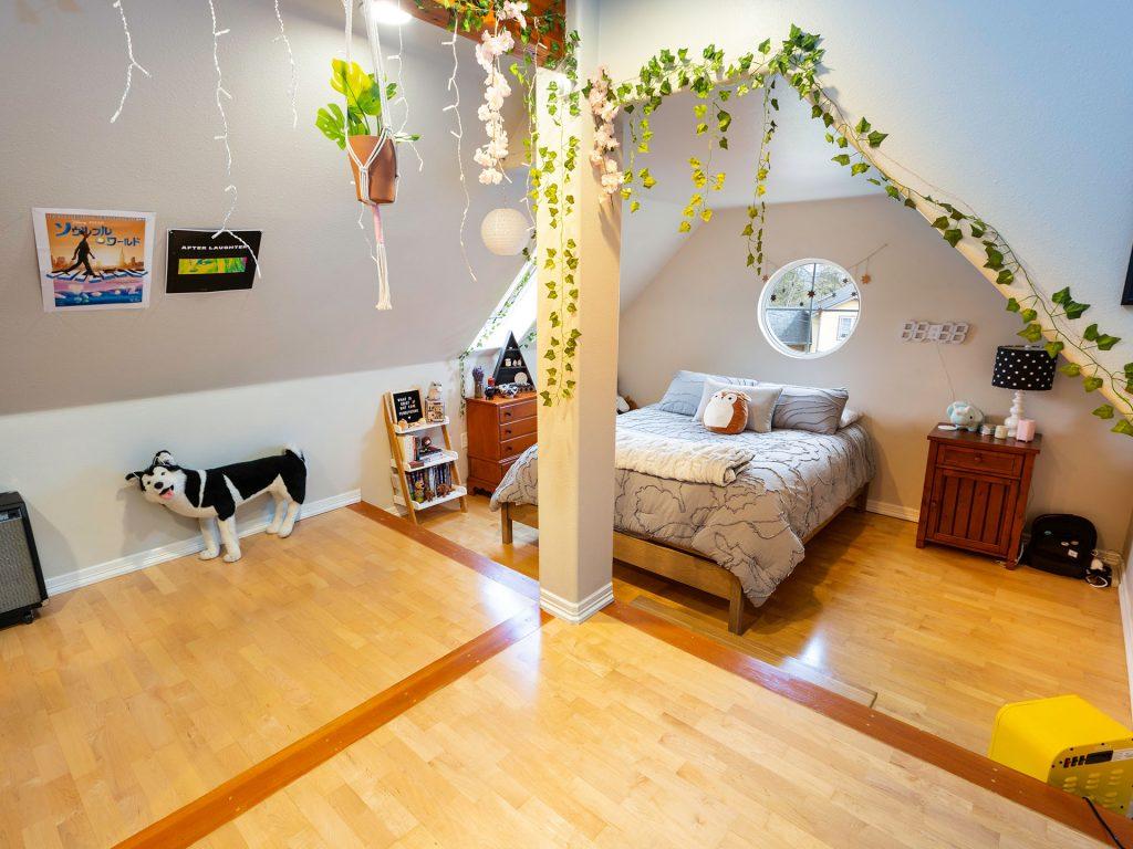 20 Attic Bedroom